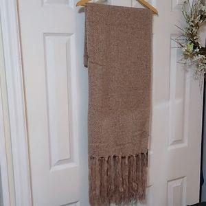 Steven Madden elegant long scarf with long fringes